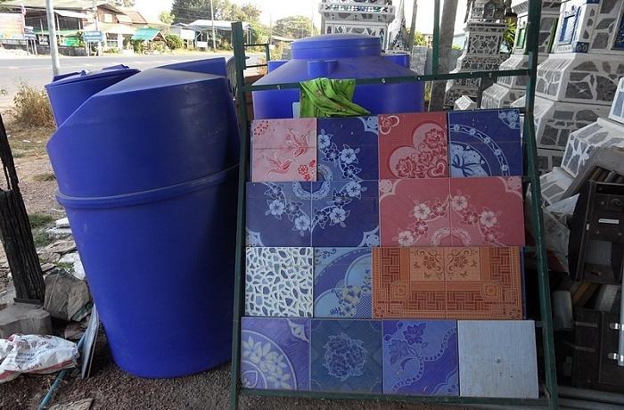 Wassertanks verschiedene grössen und farben