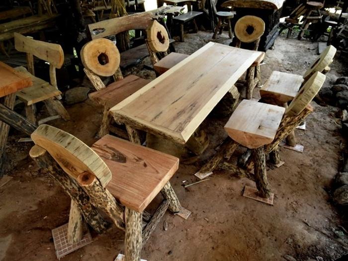 unser Bett aus Holz