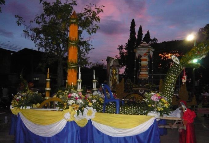 umzugswagen für das Kerzenfest