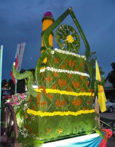 umzugswagen dekoration für das Kerzenfest