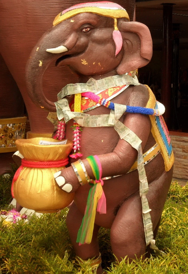 geschmückter elefant